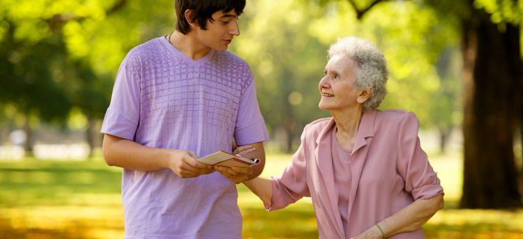 Пожилым людям